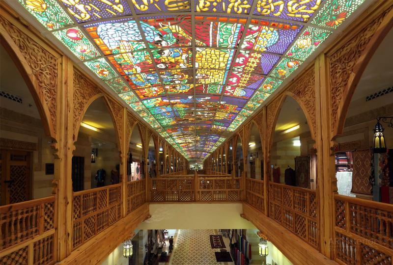 Арабский витраж внутри wafi mall в Дубае | Дизайн и стиль интерьера квартиры, дома, офиса от «Artinterior», Киев, artinterior.com.ua