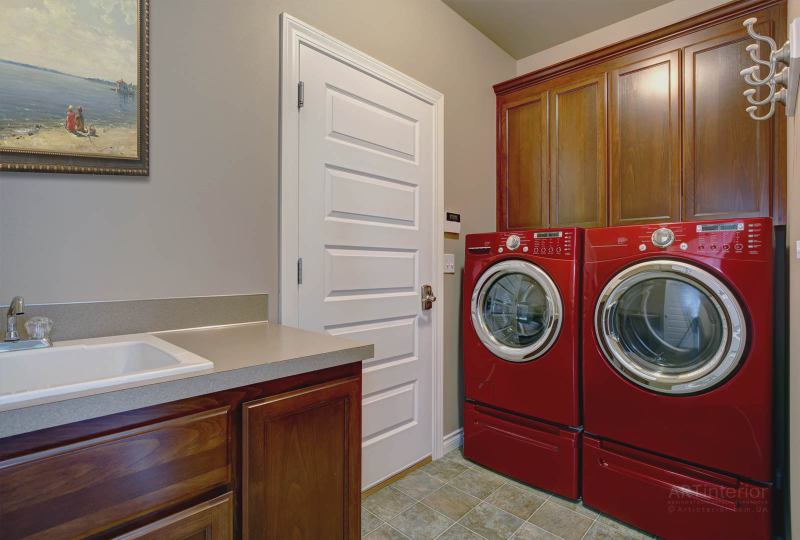 прачечная – постирочная комната, красная стиральная машина, сушильная | Дизайн и стиль интерьера квартиры, дома, офиса от «Artinterior», Киев, artinterior.com.ua